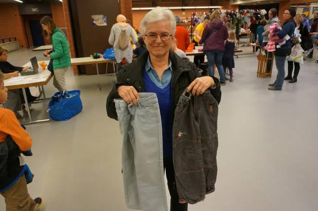 Maja Meyer hat Jeans fuer ihre Enkelin gekauft - die Hosen der Enkelin wuerden recht schnell kaputt