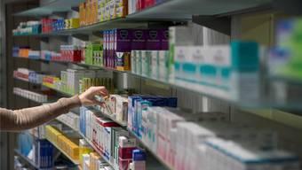 In der Schweiz sind Medikamente teuer: das treibt die Krankenkassenprämien in die Höhe.