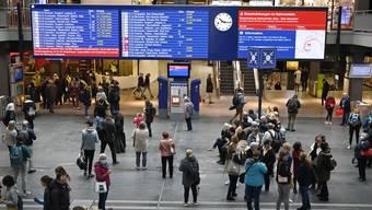 Passagiere müssen mit teilweise grossen Verspätungen rechnen. (Archiv)