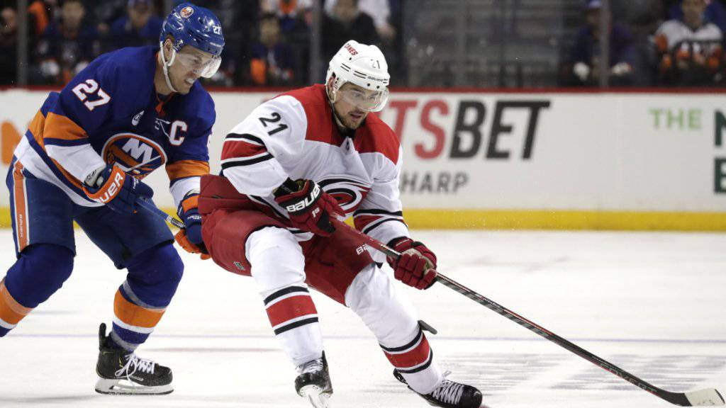 Nino Niederreiter (Nummer 21) erreicht mit den Carolina Hurricanes die Playoff-Halbfinals in der NHL