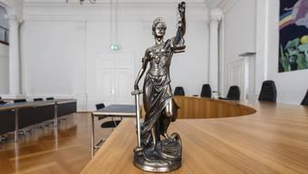 Themenbilder Symbolbilder Gericht, Justiz: Obergericht, Obergerichtssaal