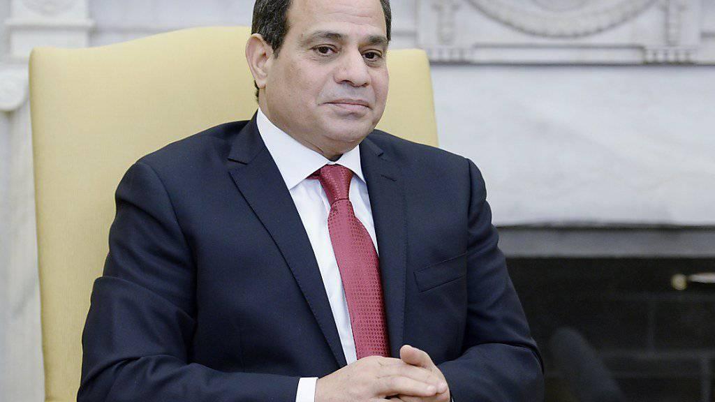 Fatah Al-Sisi war bei der gelenkten Präsidentenwahl mit deutlicher Mehrheit wiedergewählt worden. (Archivbild)
