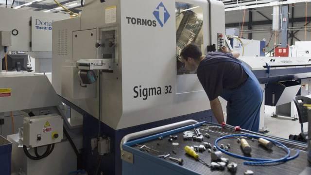 Arbeiter der Tornos-Maschinenfabrik in Moutier (Archiv)