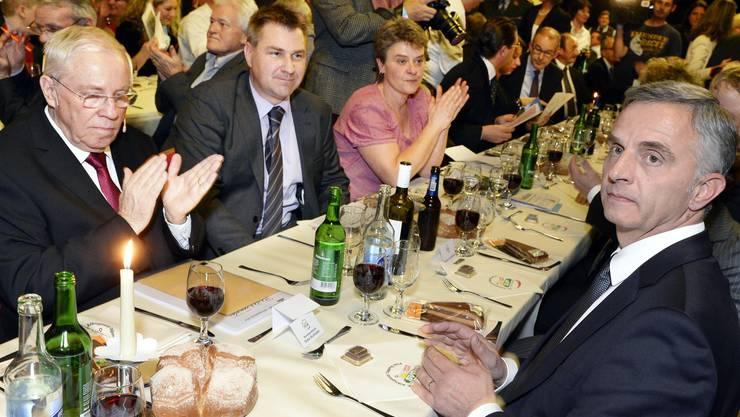 Alt-Bundesrat und Nationalrat Christoph Blocher, links, SVP-Parteipraesident Toni Brunner, Mitte, und Bundespraesident Didier Burkhalter, rechts.