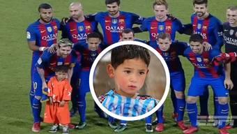 ... und als alle anderen Kinder ihre Spieler «abgegeben» haben, bleibt der Junge einfach bei Messi. Aber er ist auch ein ganz spezielles Einlaufkind...