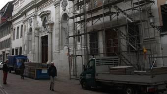 Nochmals werden an der Jesuitenkirche Gerüste aufgebaut.
