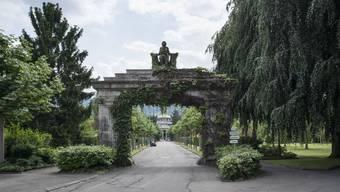 Debatte zu Allerheiligen: Friedhöfe