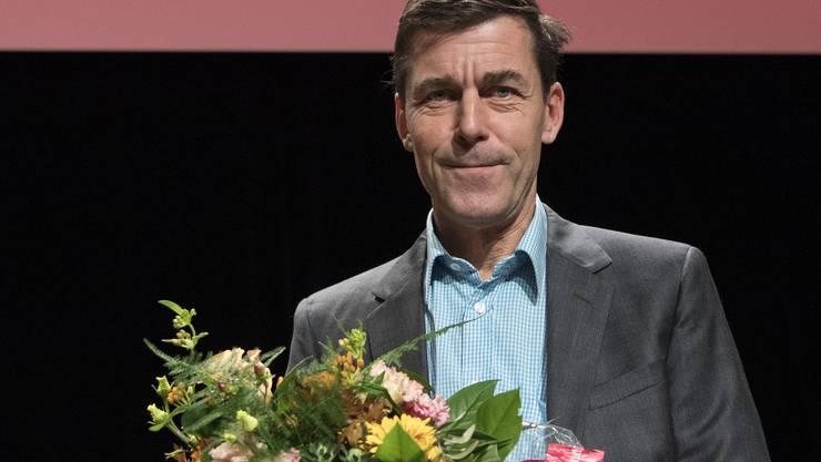 """""""Die sanfte Gleichgueltigkeit der Welt"""" beschert Peter Stamm den Schweizer Buchpreis."""
