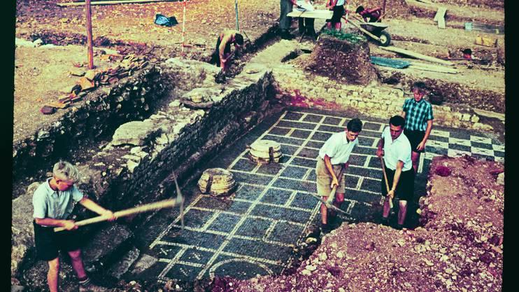 Die Ausgrabung der römischen Villa Munzach in Liestal 1950 war eine öffentliche Sensation. Theodor Strübins Schülerinnen und Schüler waren daran tatkräftig beteiligt.