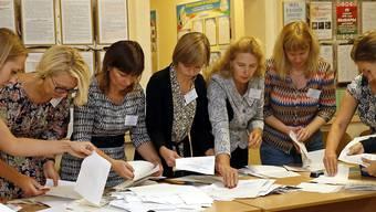 Stimmenzählerinnen in Minsk.