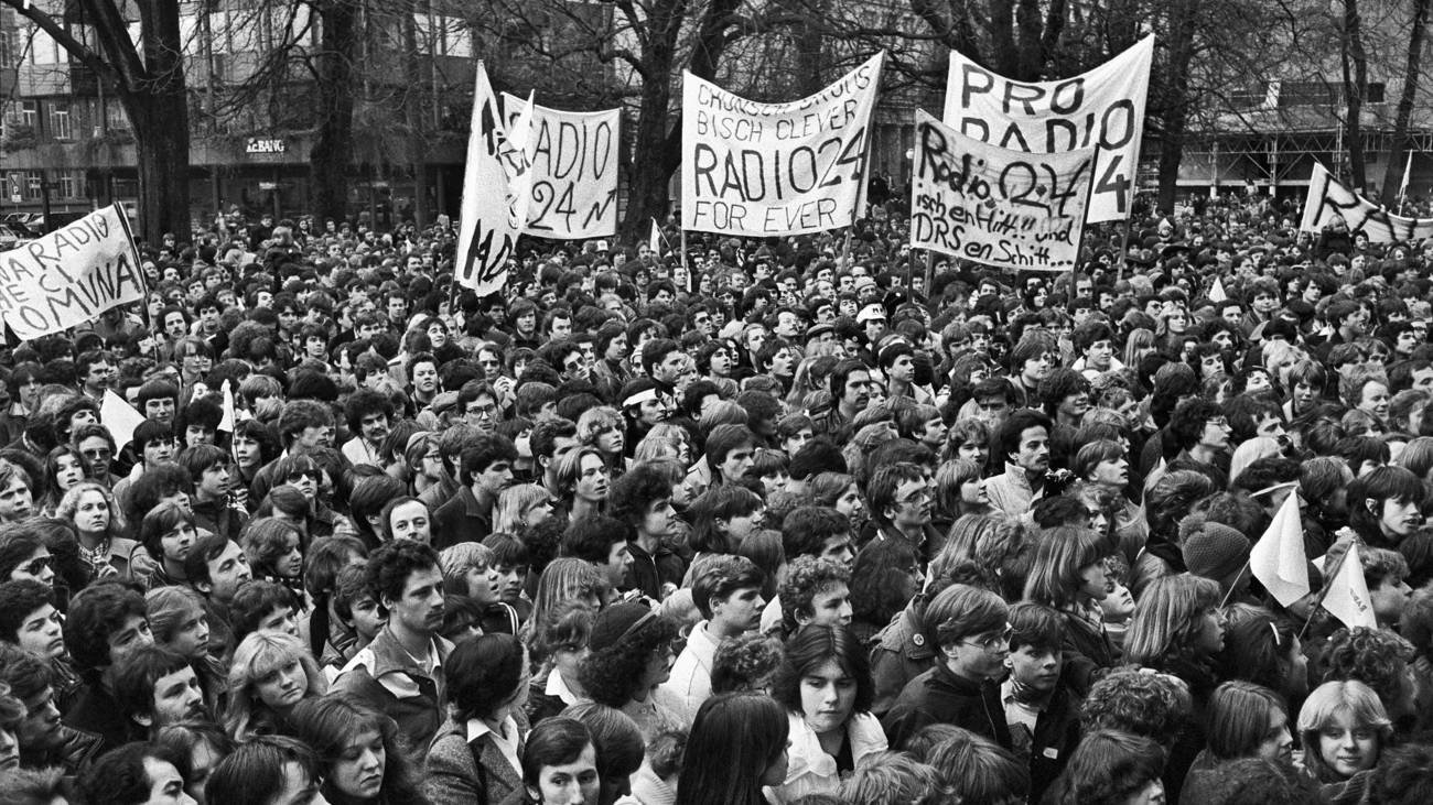 Pro Radio 24 Demonstration am Bürkliplatz in Zürich, 26. Januar 1980 (© Keystone)