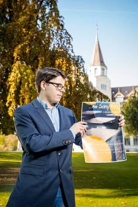 Aurel Gautschi, Präsident der Schülerorganisation (SO) der Alten Kantonsschule Aarau AKSA, vor der Alten Kanti. Die SO wollte Plakate zum geplanten Bildungsabbau der Regierung aufhängen, erhielt aber ein Verbot vom Departementsvorsteher Bildung, Regierungsrat Alex Hürzeler.