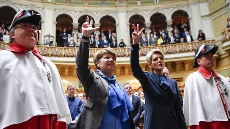 Grosser Moment: Viola Amherd und Karin Keller-Sutter werden als neue Bundesrätinnen vereidigt.