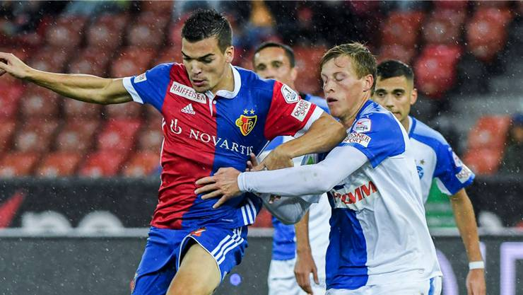 2017 spielte Emil Bergström (rechts) mit seinem damaligen Verein GC noch gegen Kevin Bua und den FCB. Ab sofort trägt der Schwede Rotblau.