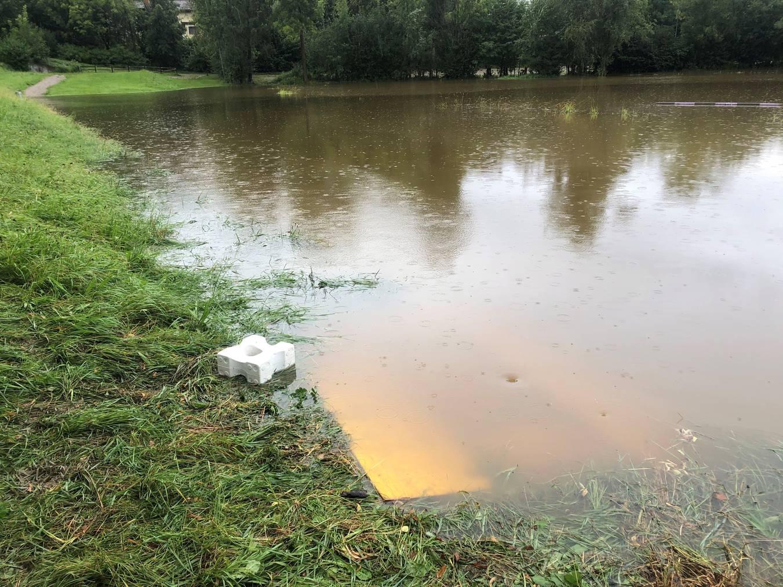 Der Reitplatz stand unter Wasser.