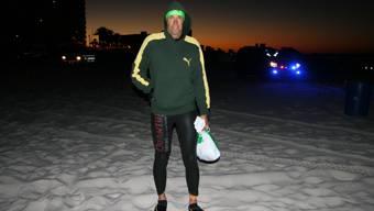 Jürg Mallepell am Sandstrand von Florida – er musste in der Kälte auf den Rennstart warten.