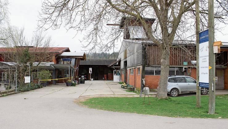 Ungewöhnliche Ruhe auf dem Schlatthof in Wolfwil: Das Hofbeizli etwa ist geschlossen. An Arbeitskräften für die Feldarbeit fehlt es allerdings (noch) nicht.