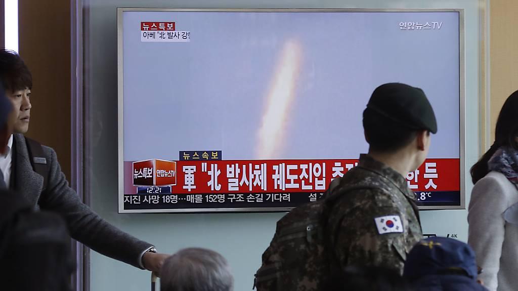 Nordkorea hat laut einem Bericht des Staatsfernsehens eine Rakete ins Weltall befördert.