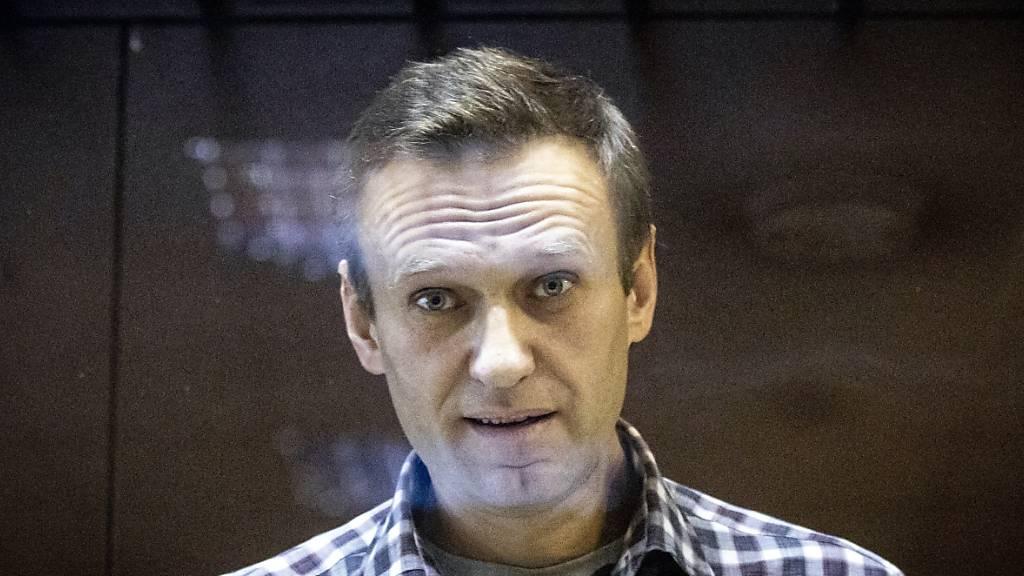 Ein Jahr nach Anschlag: Kremlgegner Nawalny bedankt sich bei Rettern