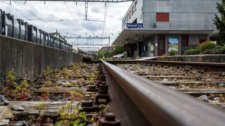 Wer am Bahnhof Ost aus dem Zug aussteigt, erhält einen tristen Eindruck von der Gemeinde Biberist.