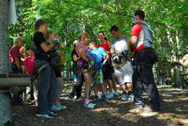 Vor jeder Tour in den Bäumen gibts Instruktionen