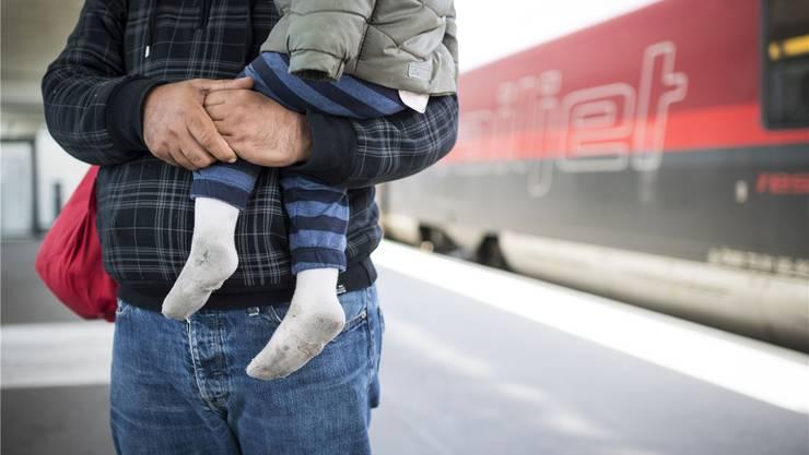 Die Bahn ist das Haupttransportmittel der Flüchtlinge – dort müsste das Personal Bescheid wissen.