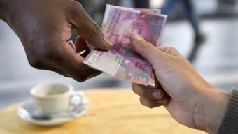 Schweizer spendeten 2013 drei Prozent mehr als noch im Jahr zuvor.