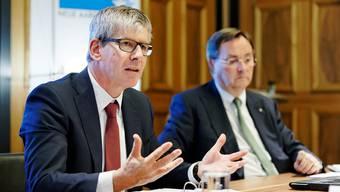 Tritt ab: NAB-CEO Roland Herrmann, hier mit dem damaligen VR-Präsidenten Josef Meier (bei der Bilanzmedienkonferenz 2018).