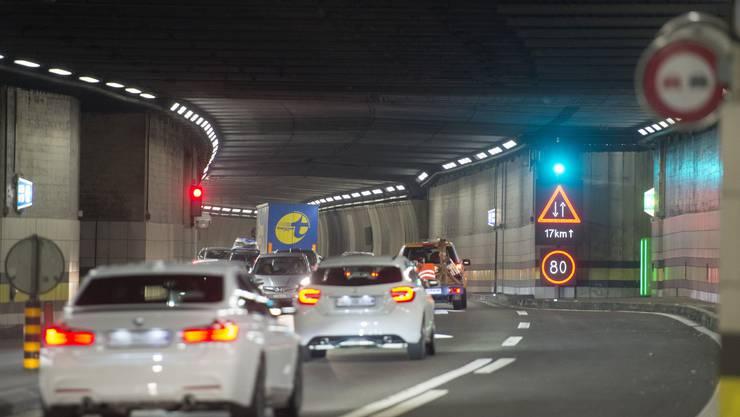 Der Bau einer zweiten Röhre soll ermöglichen, dass während der Sanierung des Tunnels von 1980 Autos durch den Gotthard fahren können.