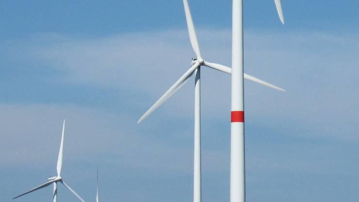 Grosse Windkraftanlagen (hier eine Aufnahme aus Deutschland) stossen im oberen Fricktal auf Kritik.  chr Grosse Windkraftanlagen (hier eine Aufnahme aus Deutschland) stossen im oberen Fricktal auf Kritik.  chr Grosse Windkraftanlagen (hier eine Aufnahme aus Deutschland) stossen im oberen Fricktal auf Kritik. chr
