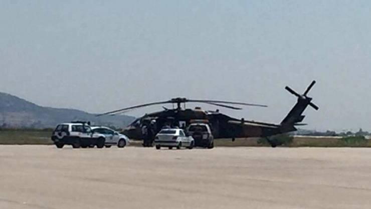 Der türkische Helikopter nach der Landung in Alexandroupolis. Die Militärs beantragten in Griechenland Asyl. (Archiv)