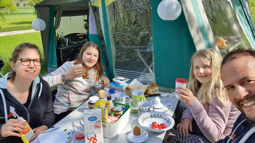 Ihr feiert beim Campen, Chäse oder Fensterputzen