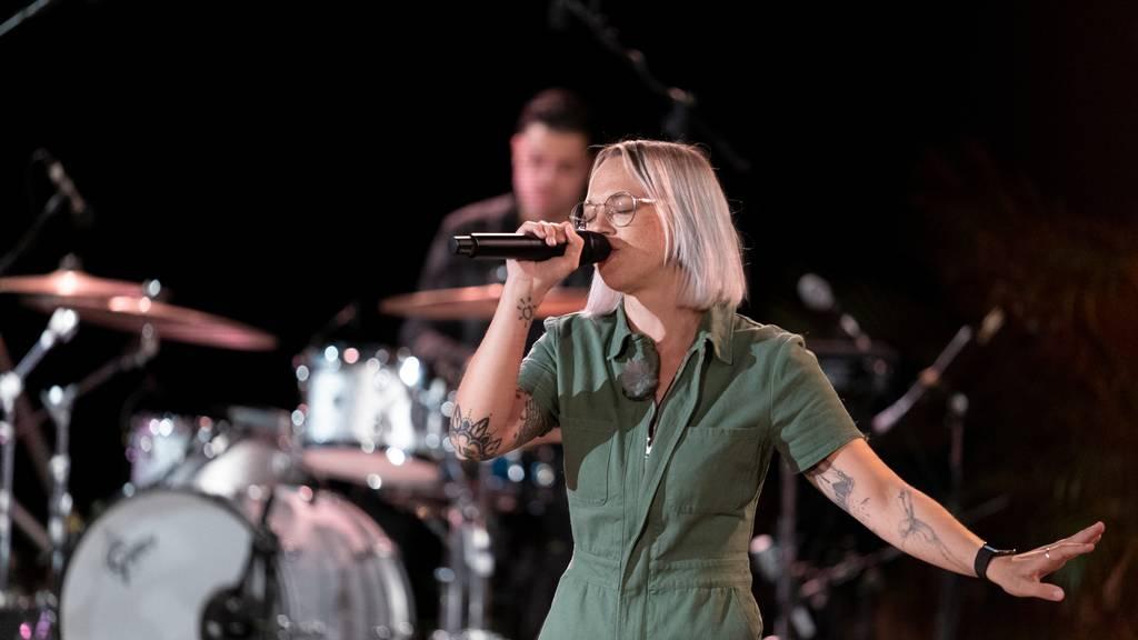 Episode 6: Stefanie Heinzmann singt «Holunder»