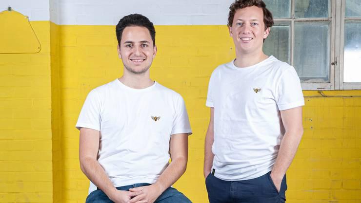Fabian Zbinden (rechts) und Geschäftspartner Giacomo Travaglione in den «Beeyond»-Shirts.