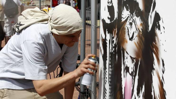 Sprayen kann auch Kunst sein. Hier verursachten die Sprayereien allerdings mehrere hundert Franken Sachschaden. (Symbolbild)
