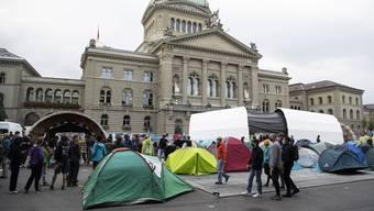 Zelte, Bühnen, Plakate: Klimaaktivsten haben den Bundesplatz in Beschlag genommen.
