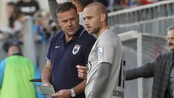 FCA-Trainer Patrick Rahmen mit Marco Schneuwly, der beim 3:0-Testspiel gegen Rapperswil-Jona zum 2:0 traf.