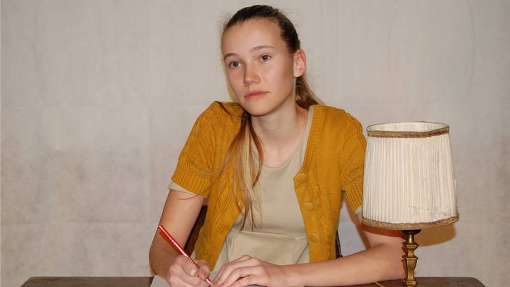 Laurine Schmidt überzeugt als Anne Frank.