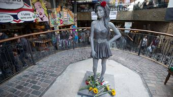 Statue von Amy Winehouse in London aufgestellt
