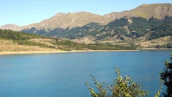 Der tiefblaue Lago di Campotosto liegt zum Glück in einem Naturschutzpark