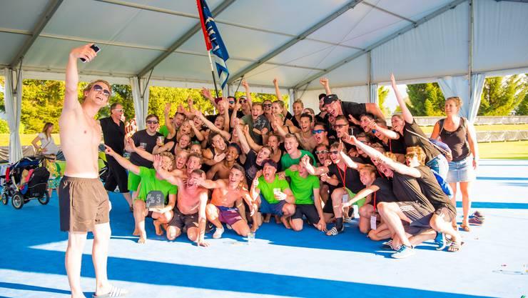 Der STV Neuenhof und der TSV Rohrdorf feiern zusammen die Schweizermeister-Titel.