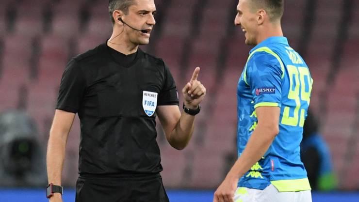 Napolis Arkadiusz Milik unterhält sich mit dem Schiedsrichter
