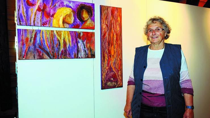 RUTH WEBER: Die Kunstmalerin aus Herzogenbuchsee freut sich, dass die Ausstellung «rail-art.ch» an ihrem Wohnort stattfindet. (Bild: Oliver Menge)