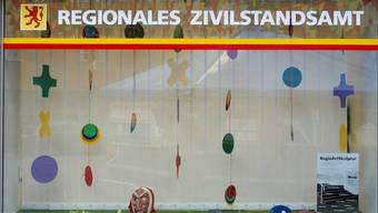 Schaufenster sollen attraktiver werden. Hier das Schaufenster des Regionalen Zivilstandsamts am Marktplatz in Laufenburg 2011