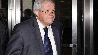 Dennis Hastert am Mittwoch beim Verlassen des Gerichts in Chicago.