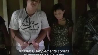 Videobilder zeigen das gefesselte Paar, das in Ecuador an der Grenze zu Kolumbien entführt wurde. (Screenshot)