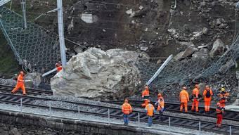 Der inzwischen gesprengte Felsblock auf der SBB-Gotthardstrecke