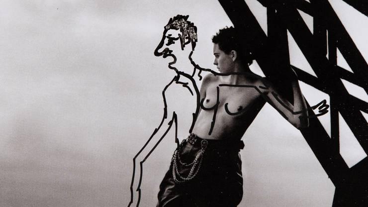 Mit dem Filzstift auf eine Magazinseite: Für seine Kunst verwendet Erwin Wurm oft das Werkzeug, das er gerade vorfindet.