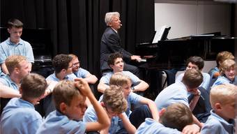 Die Singknaben der St. Ursenkathedrale harmonierten zusammen mit Komponist und Musiker Mario Ursprung.