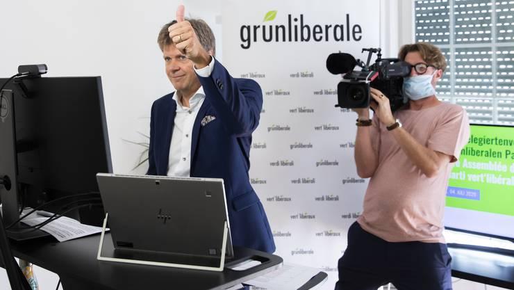 Jürg Grossen, Präsident der GLP, gibt das Zeichen zum Start der digitalen Delegiertenversammlung seiner Partei.